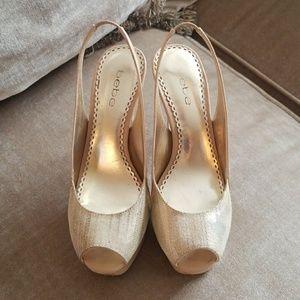 Bebe sz.6 EUC Nude Gold sz.6 Zahara heels 🌹